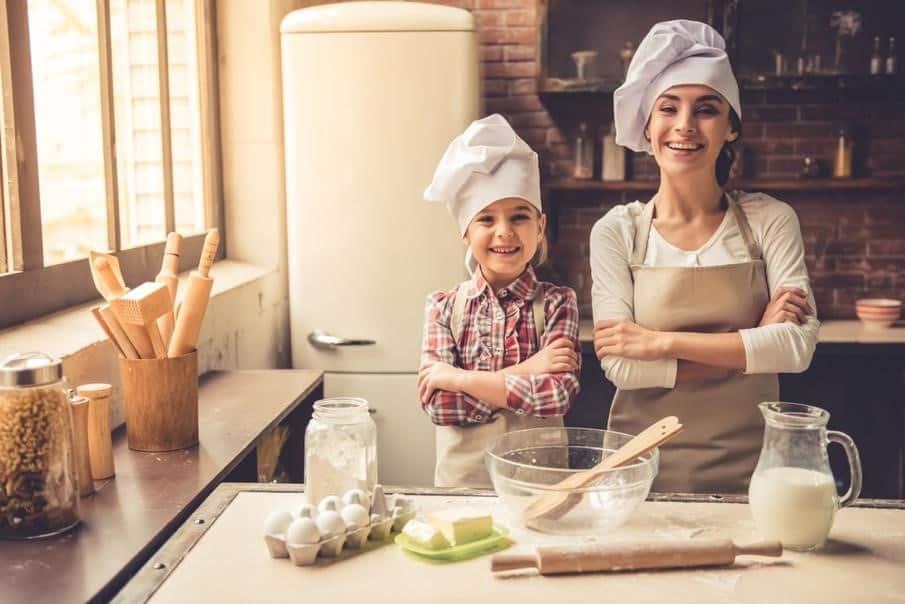 kid chef wearing waist apron