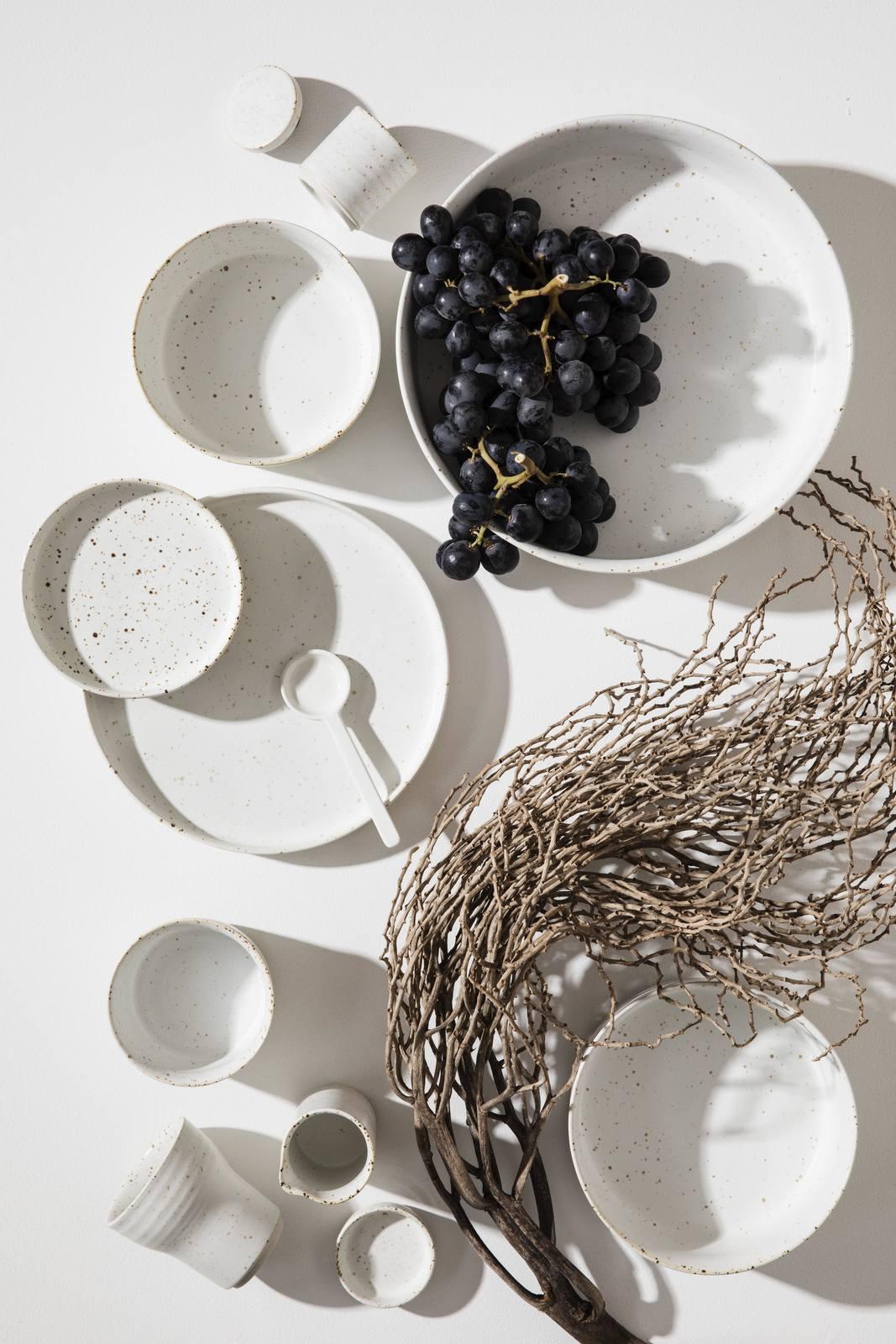 Speckle Large Snow Ceramic Plates