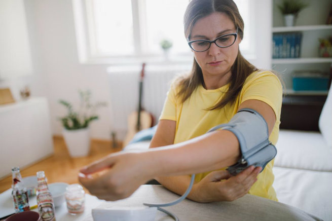 woman-checking-her-blood-pressure-Omron